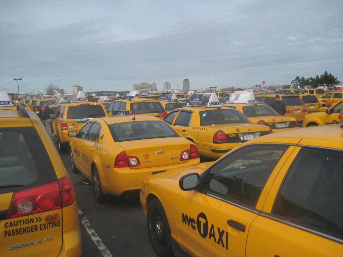 De nombreux taxis à l'aéroport JFK